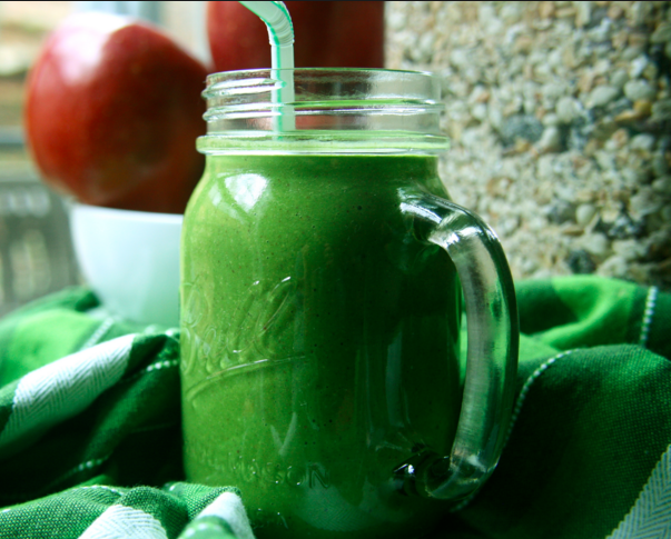 How (And Why) You Should Make Green Oatmeal Smoothies