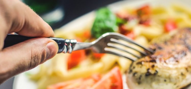 How To Eat Out Healthily (Without Ruining Your Diet)